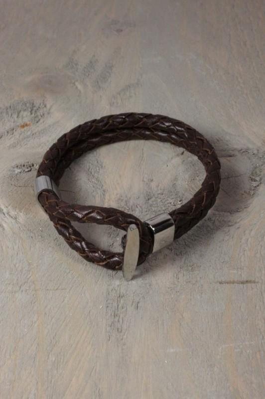 Lederen armband met knoopsluiting